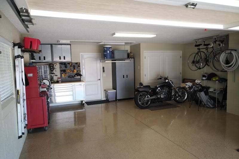 tidy garage in The Villages, Florida, thanks to SpaceLift attic lift